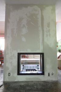 In een woning te Boskoop een normale openhaard omgebouwd tot doorkijk openhaard.