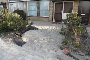 In Bodegraven hebben we de bestrating inclusief beplanting van een voortuin gerealiseerd.